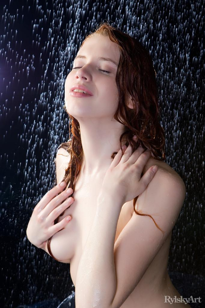 Marvelous redhead in wet photoshoot - Gillian - 12