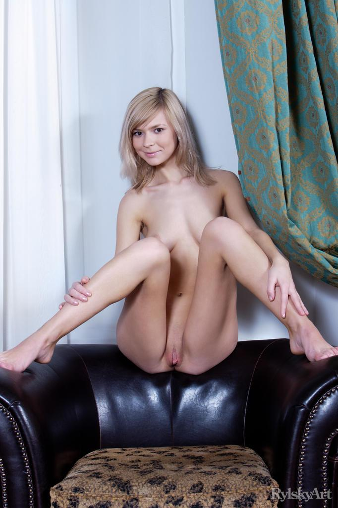 Beautiful girl is showing her young ass - Paloma - 10