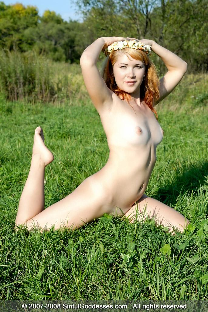 Meadow fairy is posing completely naked - Kleo - 10