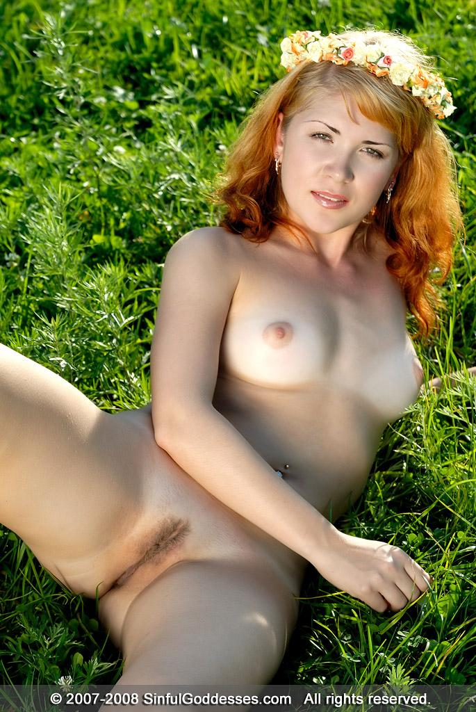 Meadow fairy is posing completely naked - Kleo - 14
