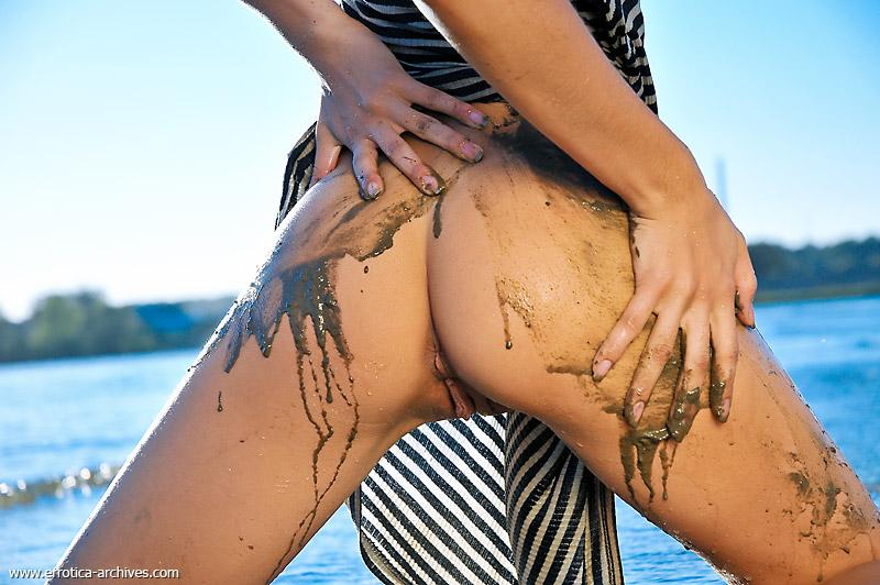 Dirty and sexy young girl on the beach - Sika - 12