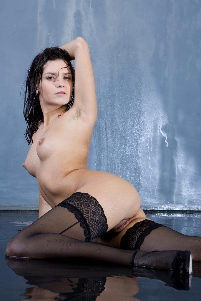Pretty Roza is presenting sexy wet ass - 10