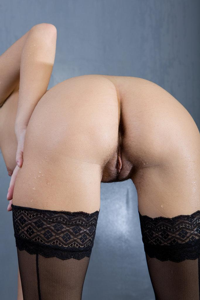 Pretty Roza is presenting sexy wet ass - 14