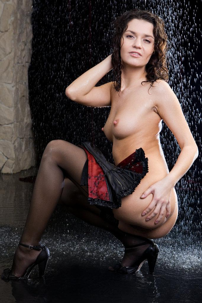 Pretty Roza is presenting sexy wet ass - 4