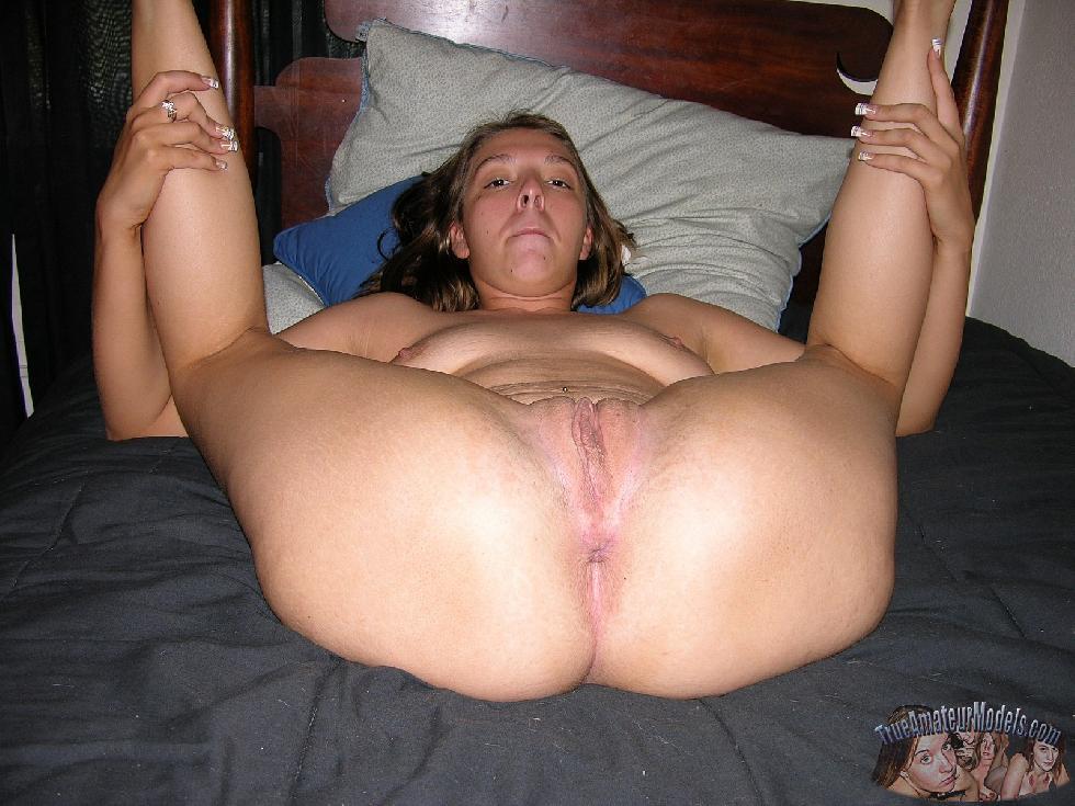 Olivia is spreading her legs wide open - 16