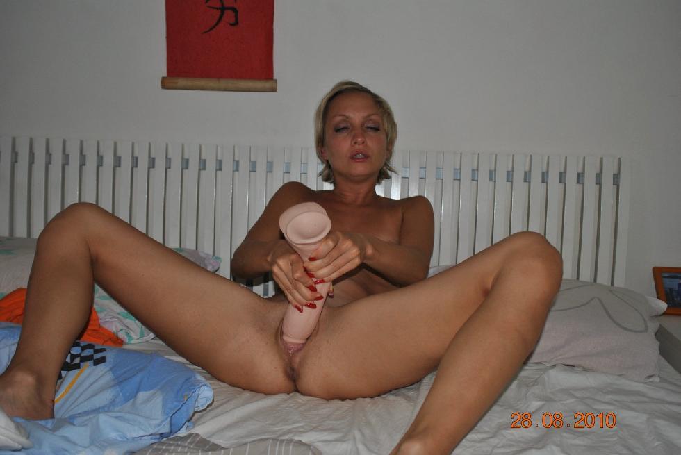 Sexy MILF uses huge dildo - Amanda - 6