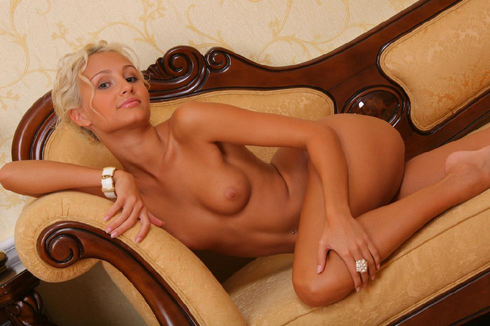 Elegant blonde shows tiny tanned body - Sandy - 15