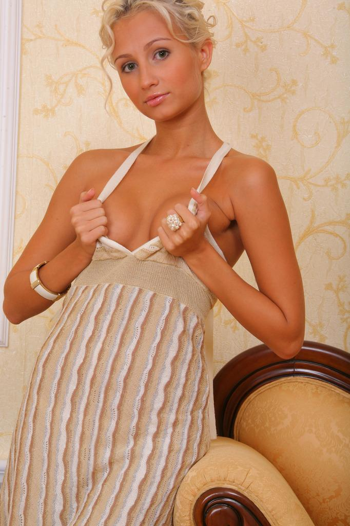 Elegant blonde shows tiny tanned body - Sandy - 2