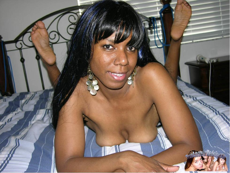 Busty ebony spreads her pussy - Caren - 9