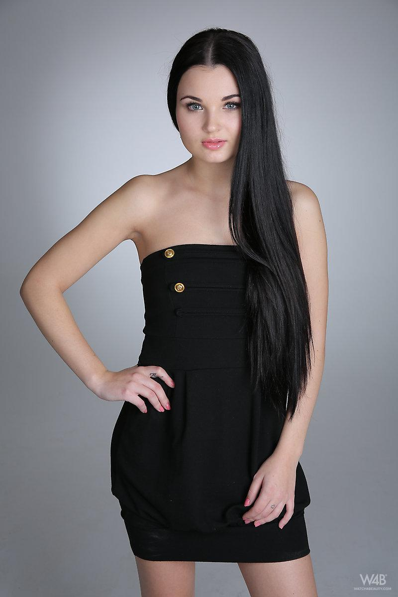 Young model with long black hair - Celeste - 1