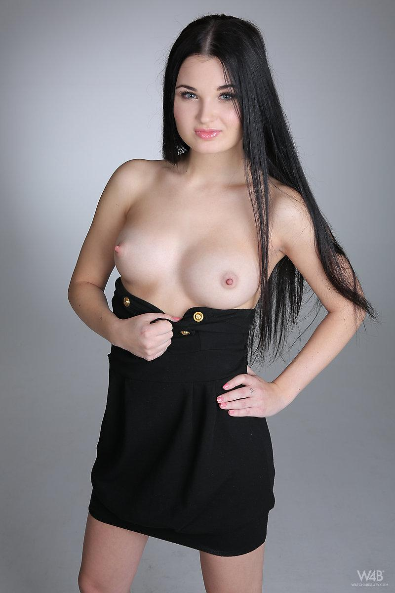 Young model with long black hair - Celeste - 2