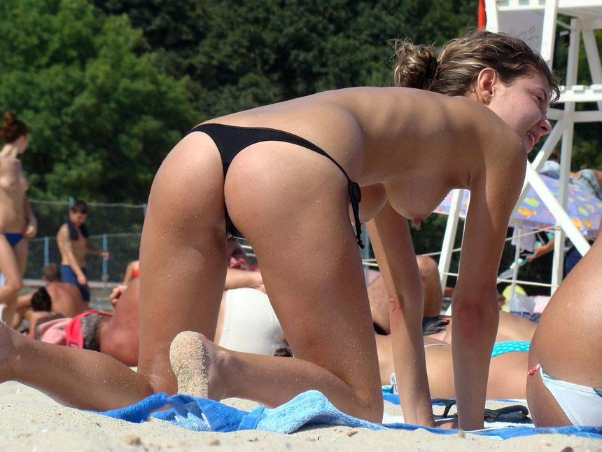 Topless and nude amateurs on the beach. Part 2 - 11
