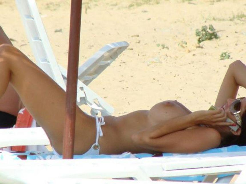 Topless and nude amateurs on the beach. Part 2 - 9