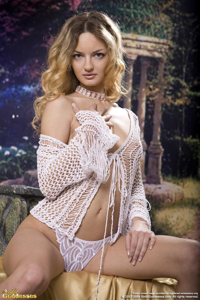 Sensual Ginger is posing in professional photoshoot - 1