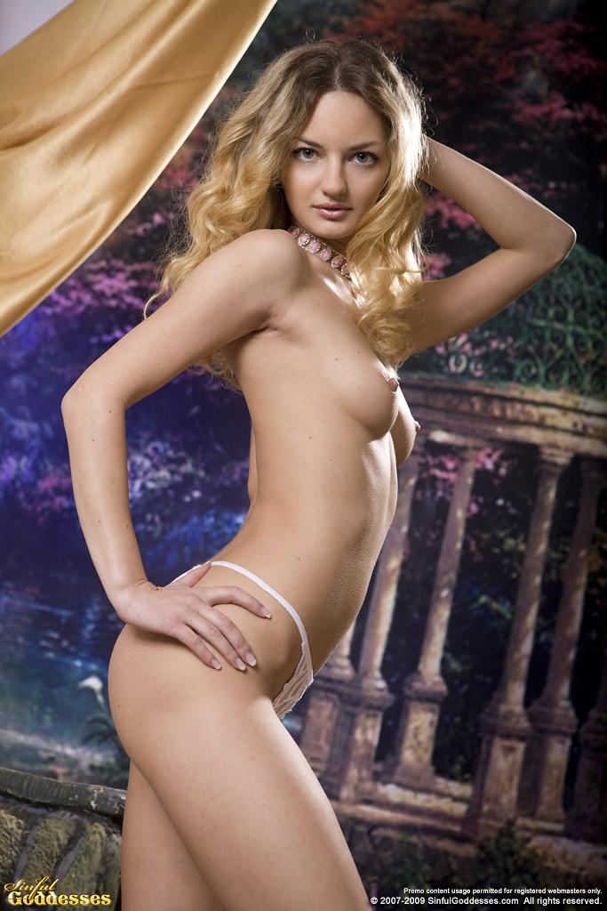 Sensual Ginger is posing in professional photoshoot - 5