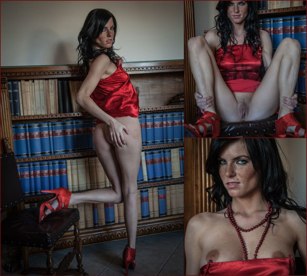 Eileen Sue is posing in the boss office - 39