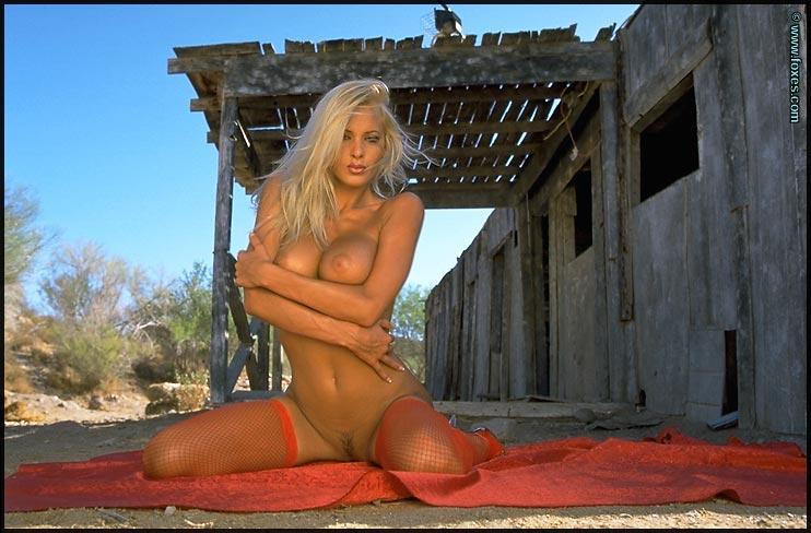 Tanned blonde babe in hot red lingerie - Zdenka Podkapova - 15