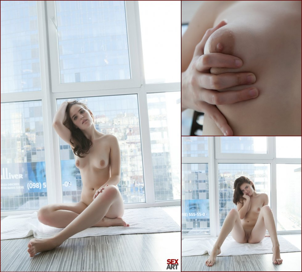 Naked girl alone in the apartment - Soko - 35
