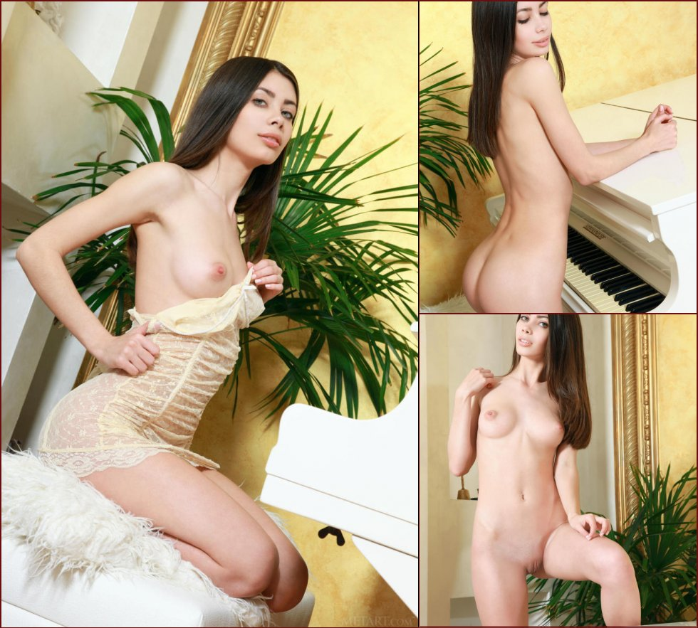Piano lesson with wonderful Flora - 2