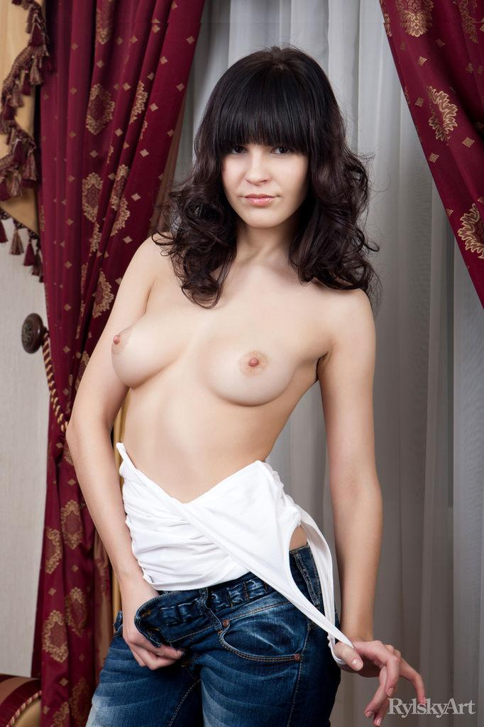 Young brunette is ready to fun - Zelda - 3