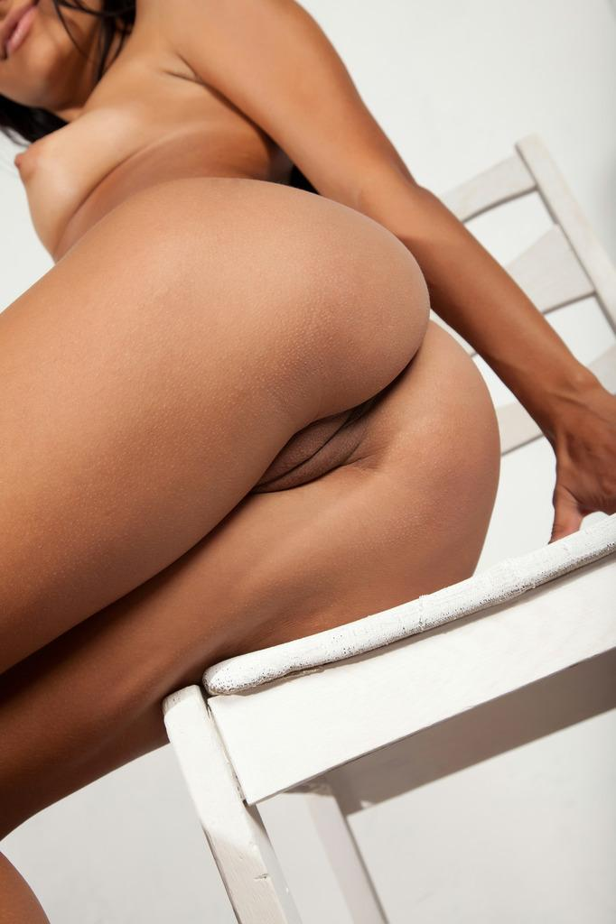 Dark-haired Viola is showing her sweet brown body - 12