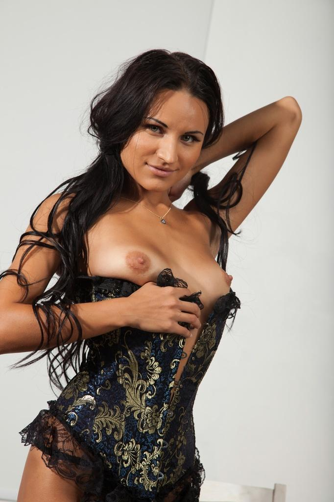 Dark-haired Viola is showing her sweet brown body - 4