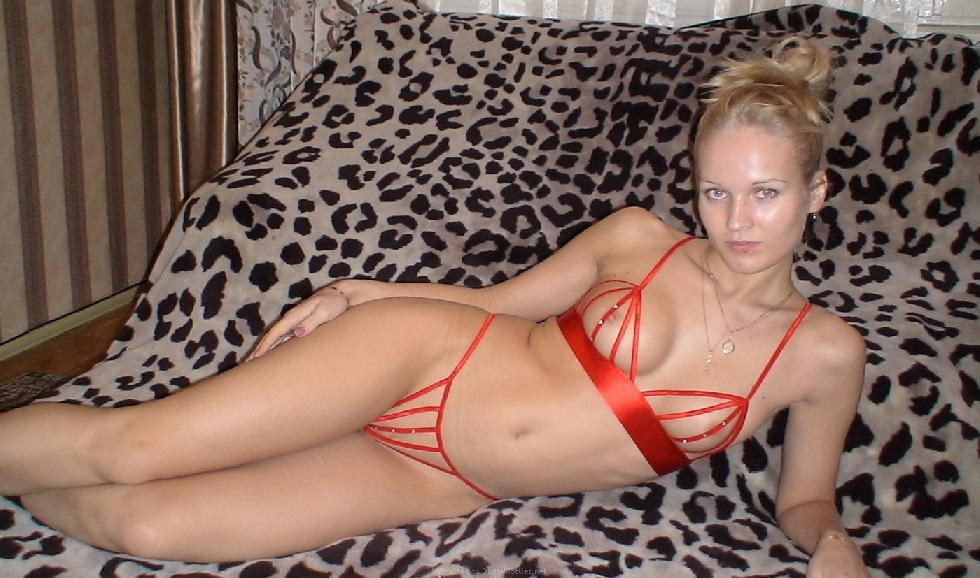 Gorgeous blonde amateur is spreading her legs - 2