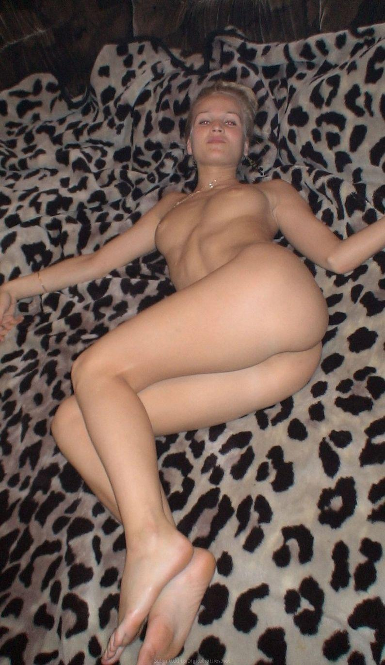 Gorgeous blonde amateur is spreading her legs - 9