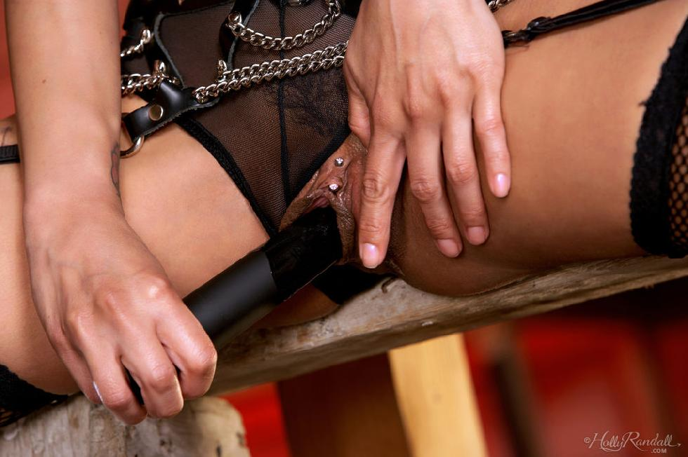 Lustful Alexis Amore likes BDSM games - 7