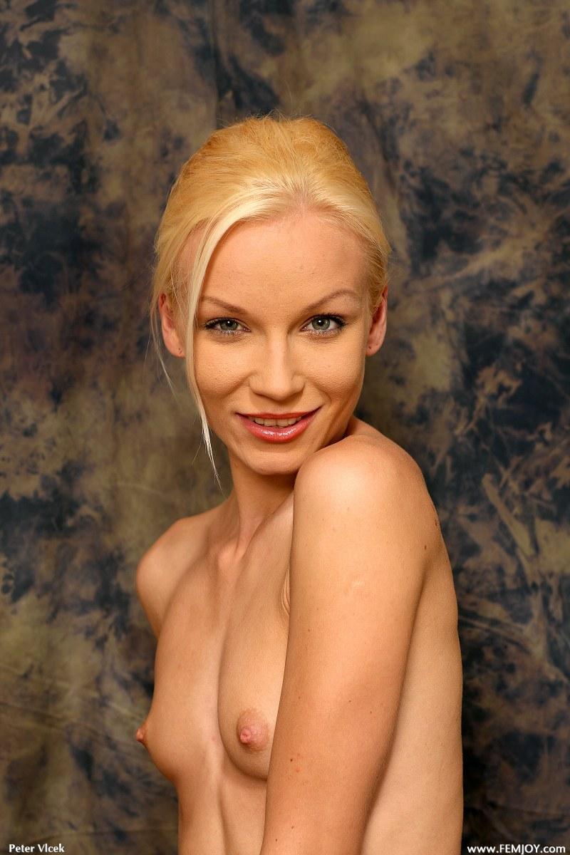 Sensual Junia is posing in naked photoshoot - 6