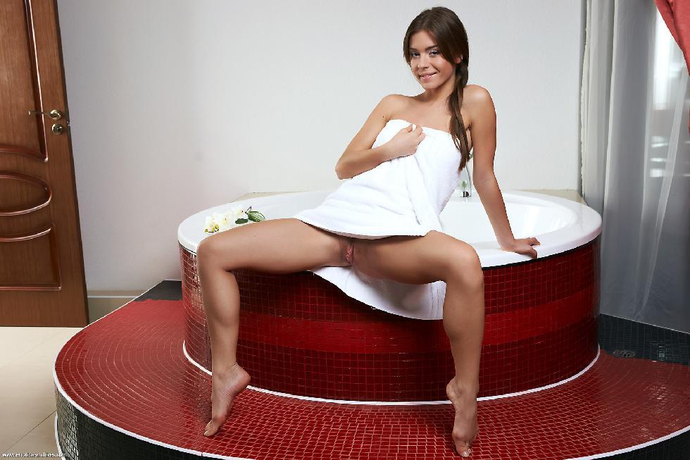 Raisa is taking sensual bath