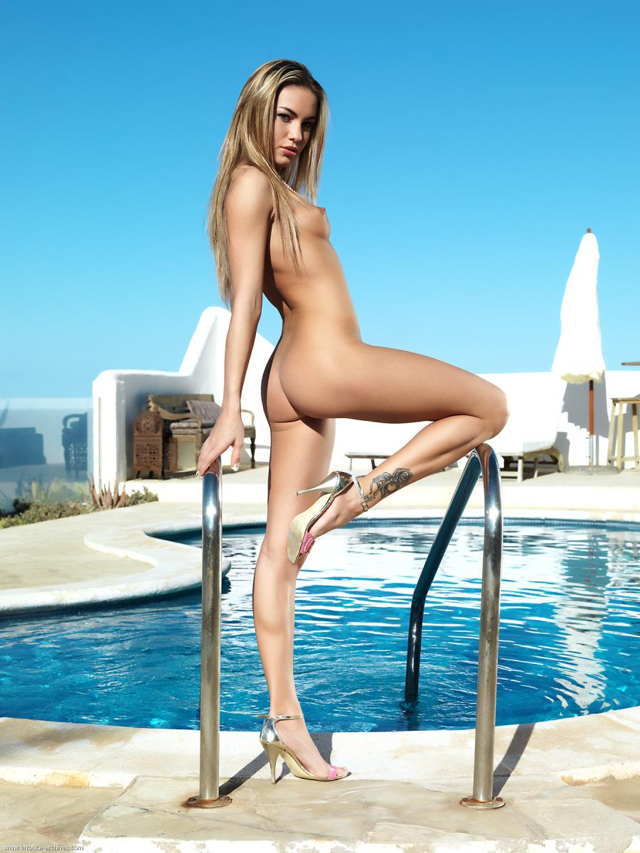 Fabulous naked girl in high heels - Verunka - 1