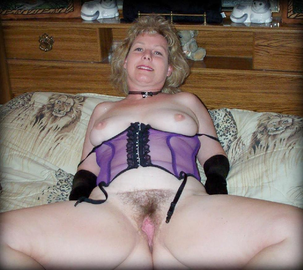 MILFs show pussies - 10