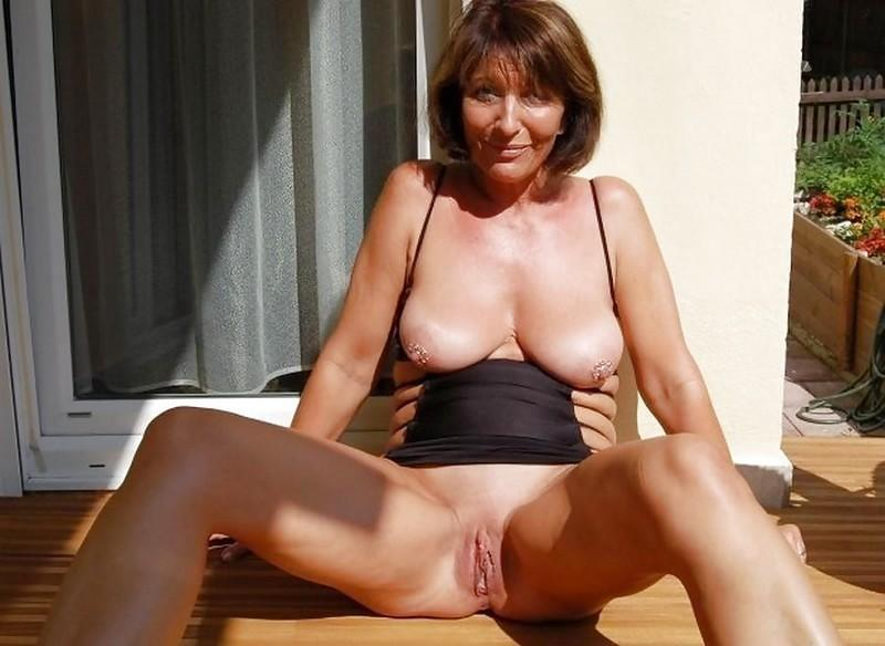 MILFs show pussies - 19