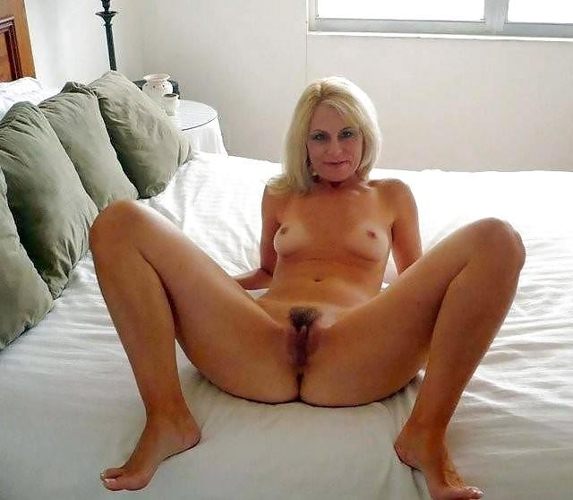 MILFs show pussies - 4