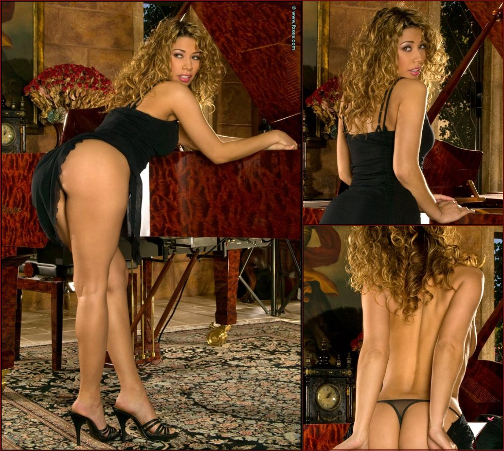 Curly-haired blonde with nice ass - Roxanne Dawn - 29