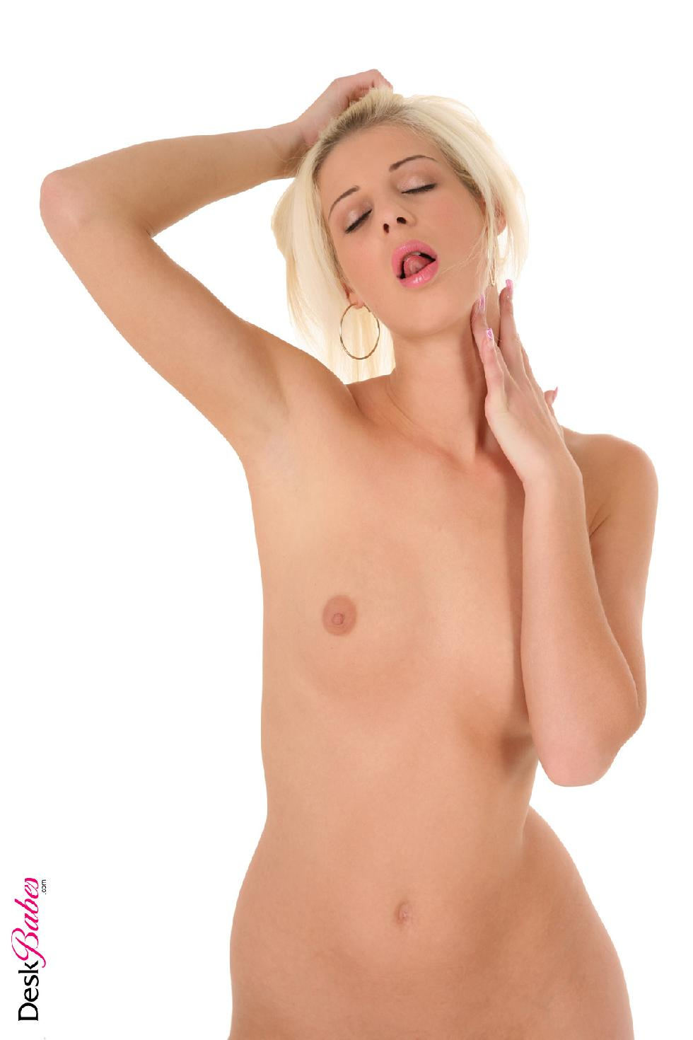 Long-haired blonde and big dildo - Mia Hilton - 5