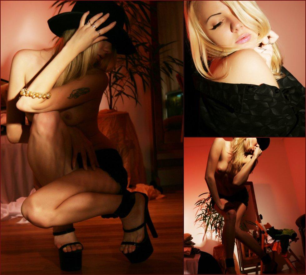 Sensual Tanusha is posing in photoshoot - 10