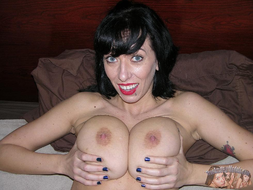 MILF with huge natural boobs - Frankie - 10