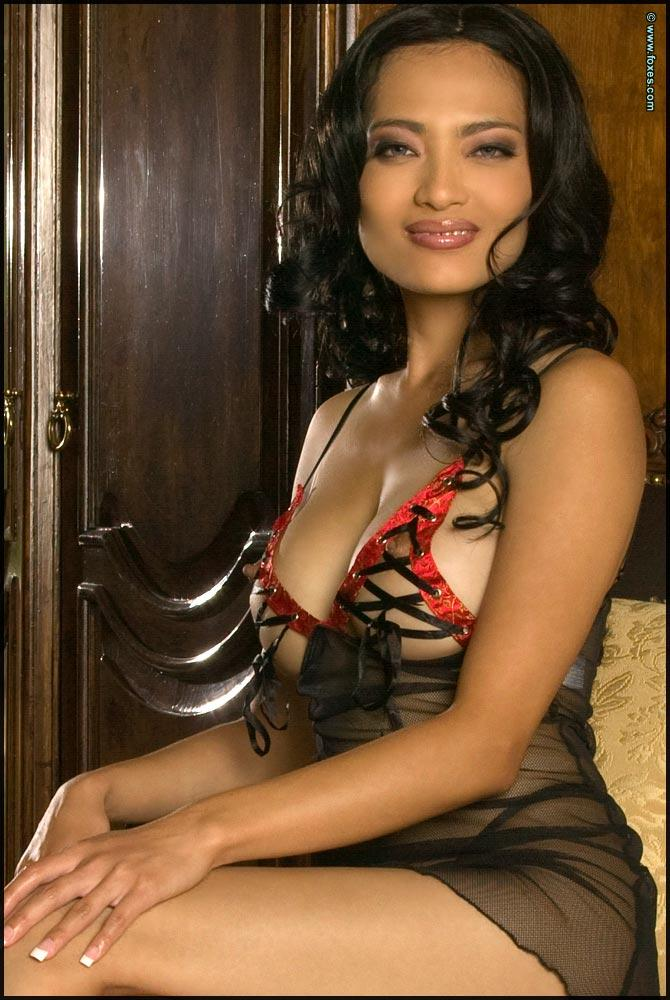 Busty Asian in very sexy lingerie - Jada Liu - 1