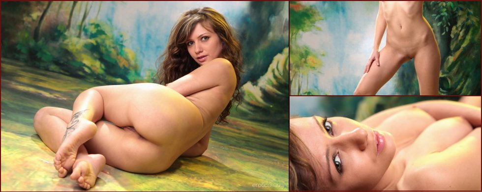 Naked Elvira shows her pussy in magic forest - 19