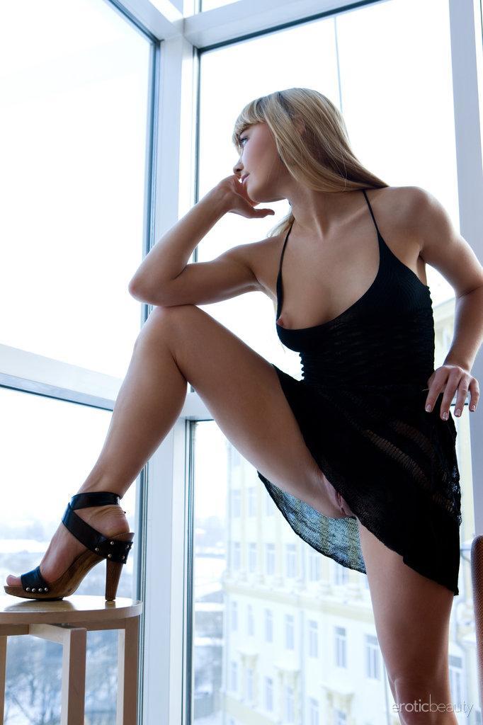 Stunning blonde Jenna shows tasty pussy - 1