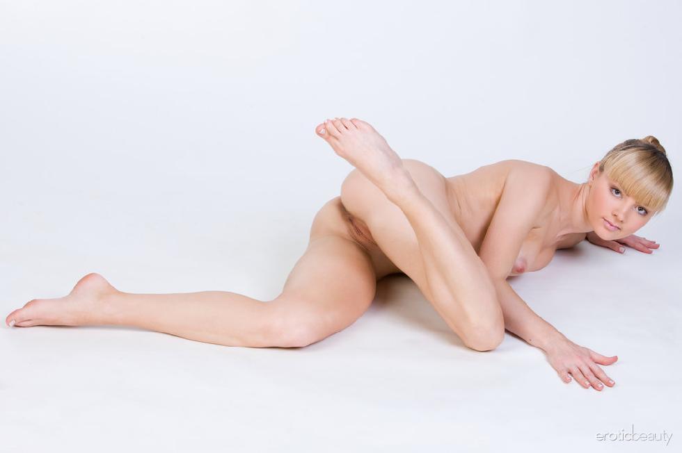 Stunning blonde Jenna shows tasty pussy - 12