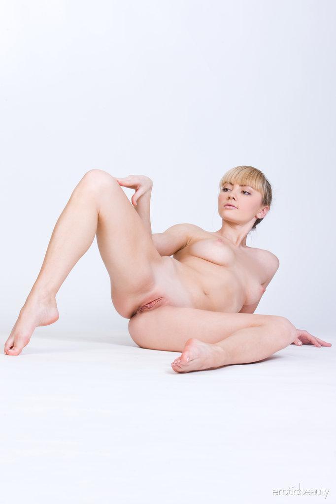 Stunning blonde Jenna shows tasty pussy - 14