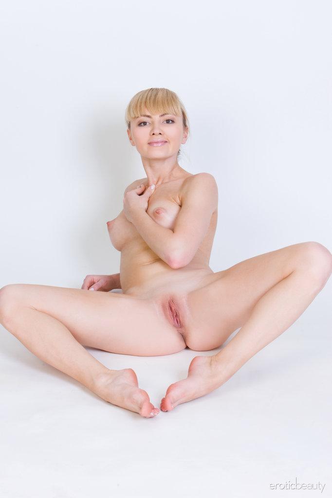 Stunning blonde Jenna shows tasty pussy - 15