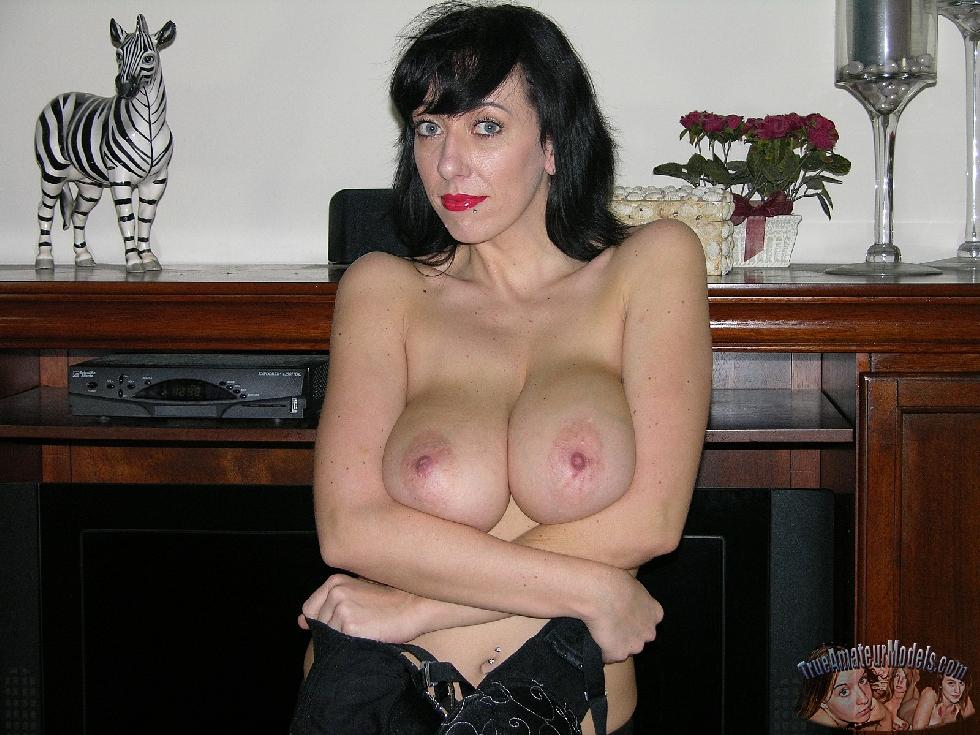 Busty MILF with huge natural boobs - Frankie - 4