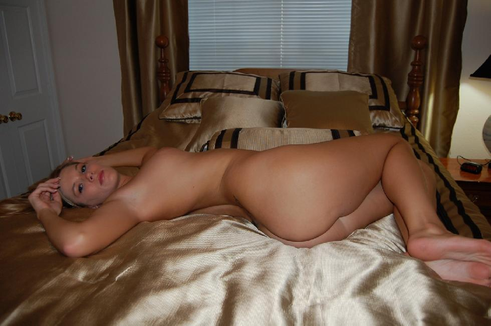 Pretty amateur with meaty shaved pussy - 8