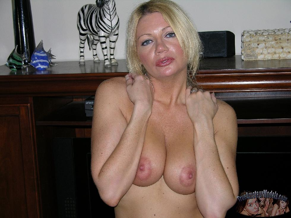 Busty wife with sexy natural body - Christina - 8