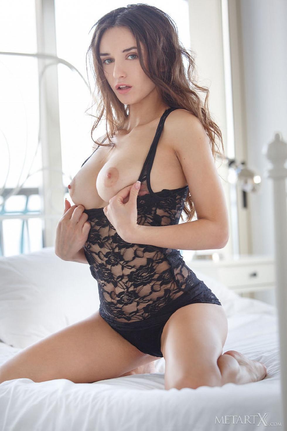 Gorgeous Gloria Sol is tempting in her bedroom  - 2