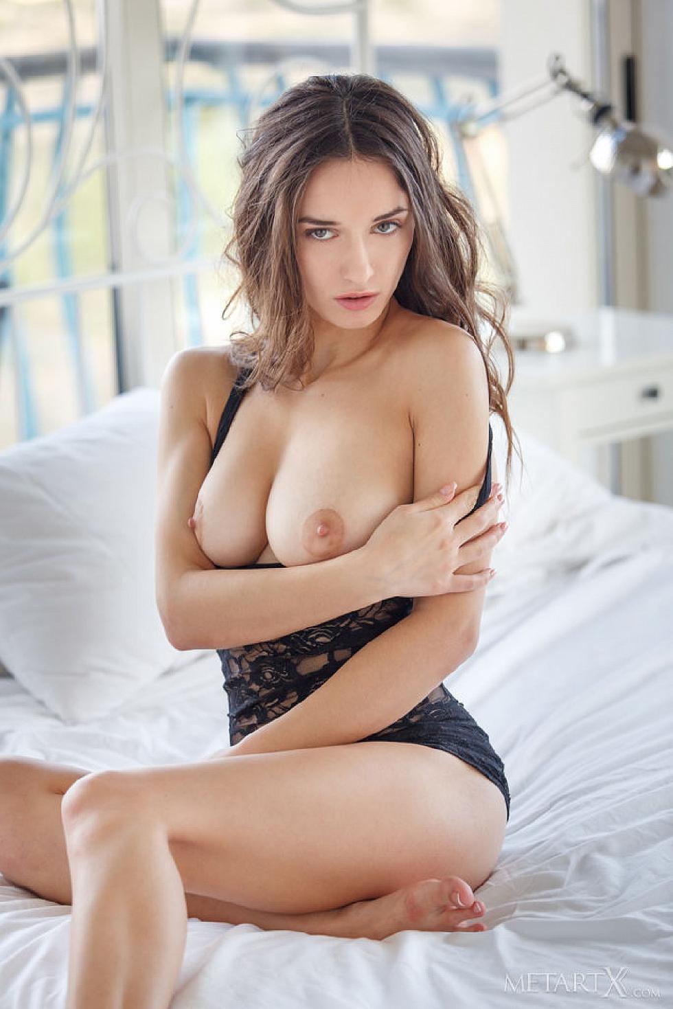 Gorgeous Gloria Sol is tempting in her bedroom  - 4